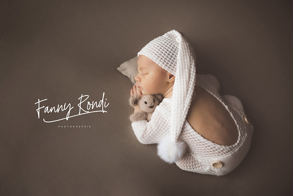 bébé posing